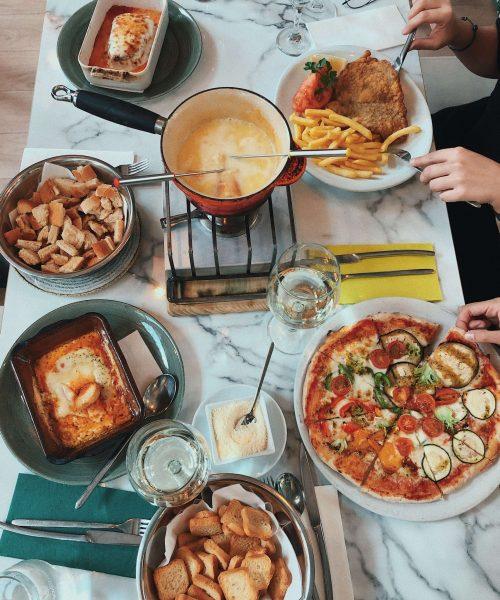 Pizza, pasta y otros platos de cocina italiana en Pizza Jardín